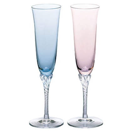 淡いブルーとピンクのペアシャンパングラス