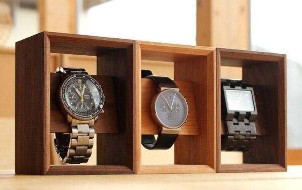 腕時計をディスプレイ